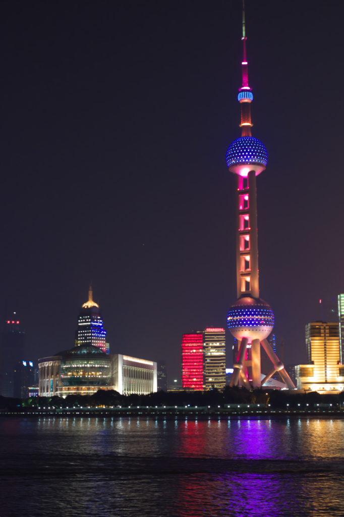 夜の上海タワー