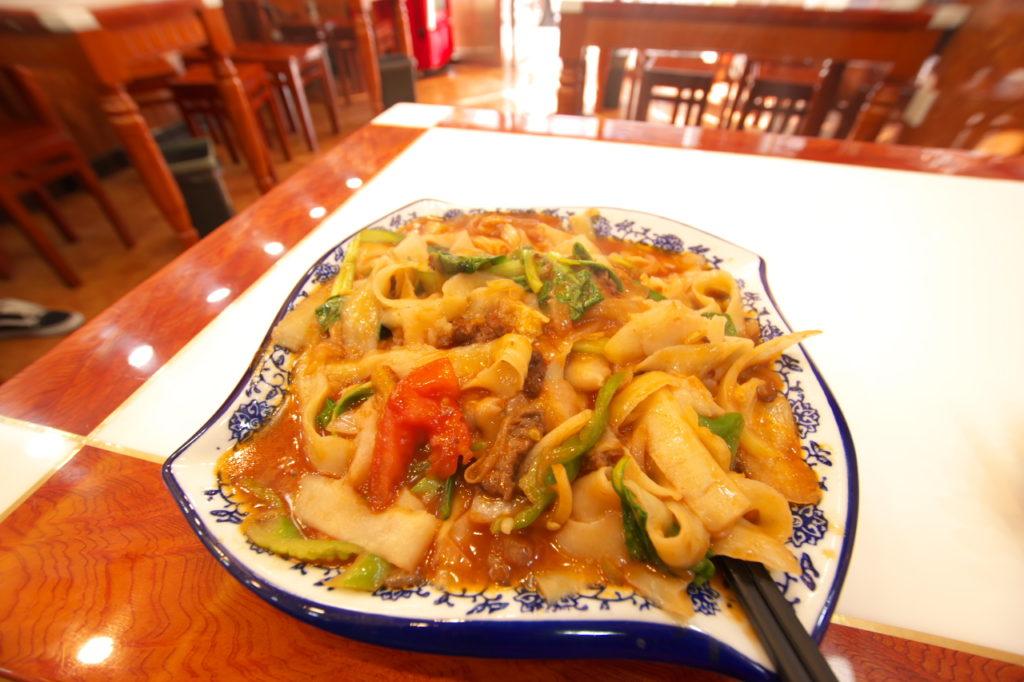 牛肉炒刀削麺