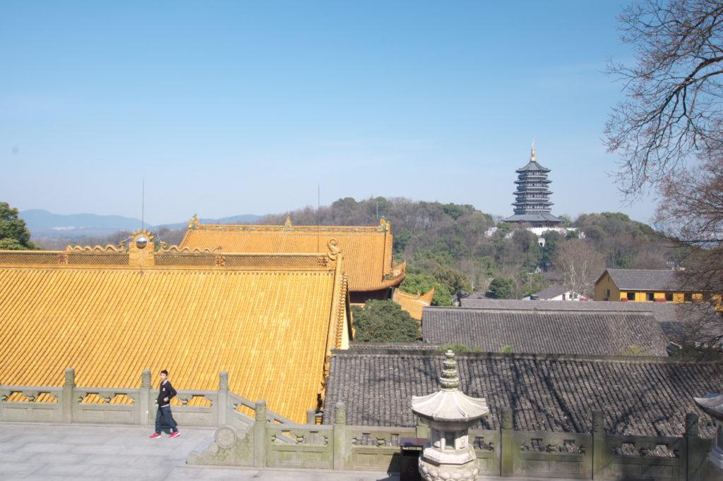 黄色と雷峰塔