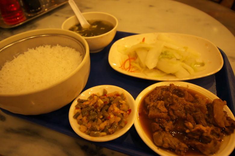 紅焼牛腩飯