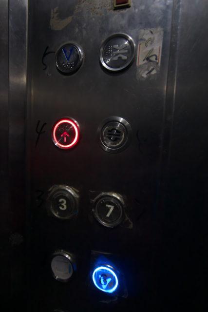 ホテルのエレベータ