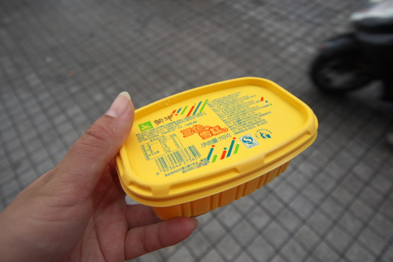 バターみたいな容器のアイス