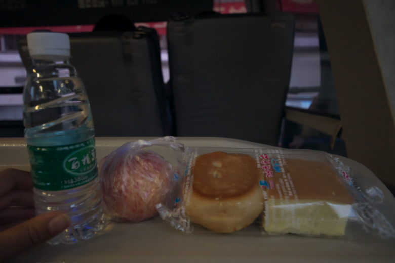 パンと水とリンゴ