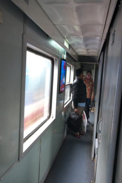 ベトナム鉄道通路