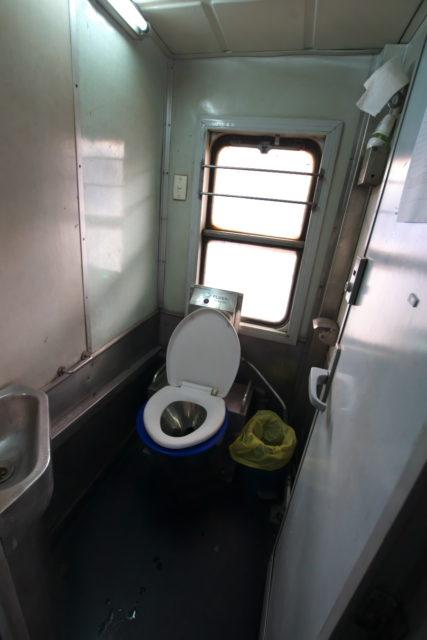 ベトナム鉄道トイレ