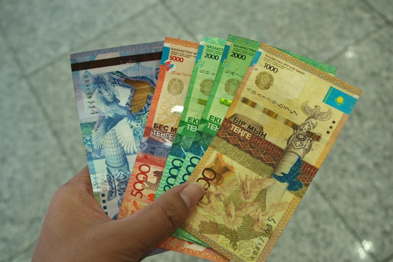 アルゼンチンの平均給与と物価の比率が ...