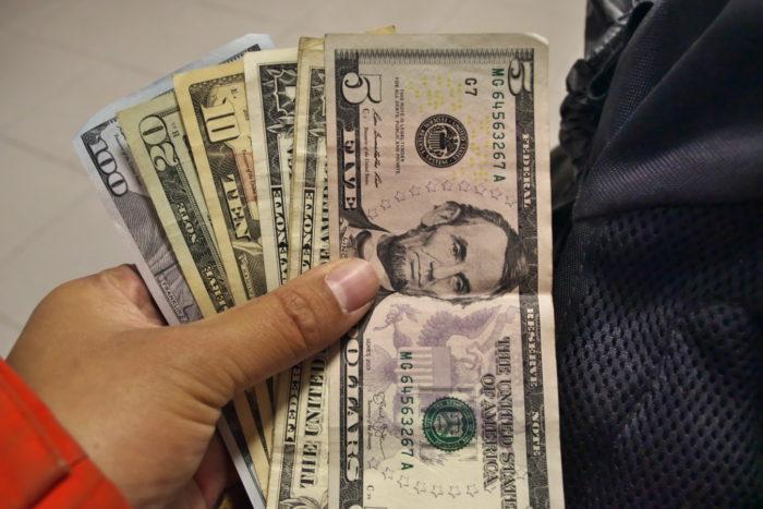 138米ドル
