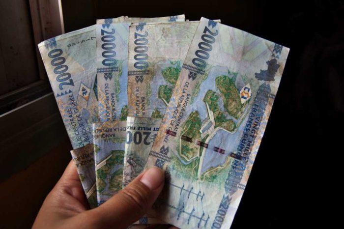 320,000ギニアフラン