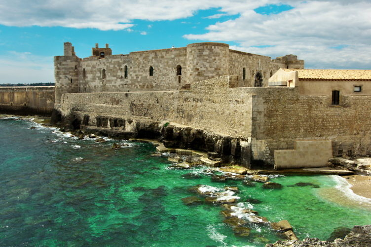 マニアーチェ城(Castello Manace)
