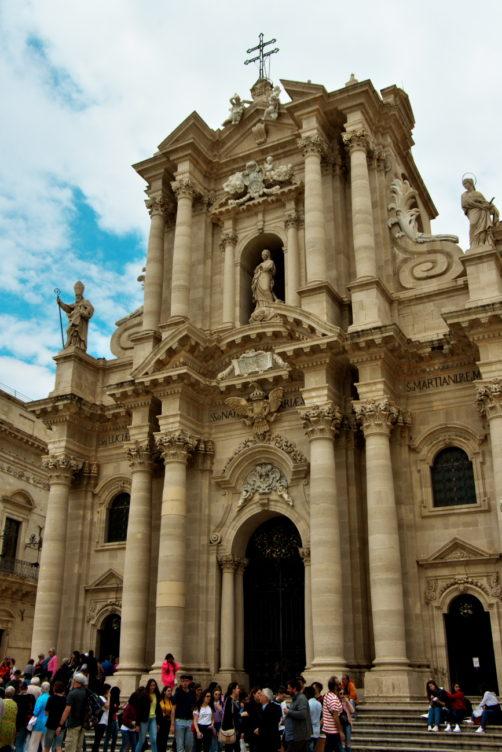 大聖堂(Cattedrale metropolitana della Nativita di Maria Santissima)